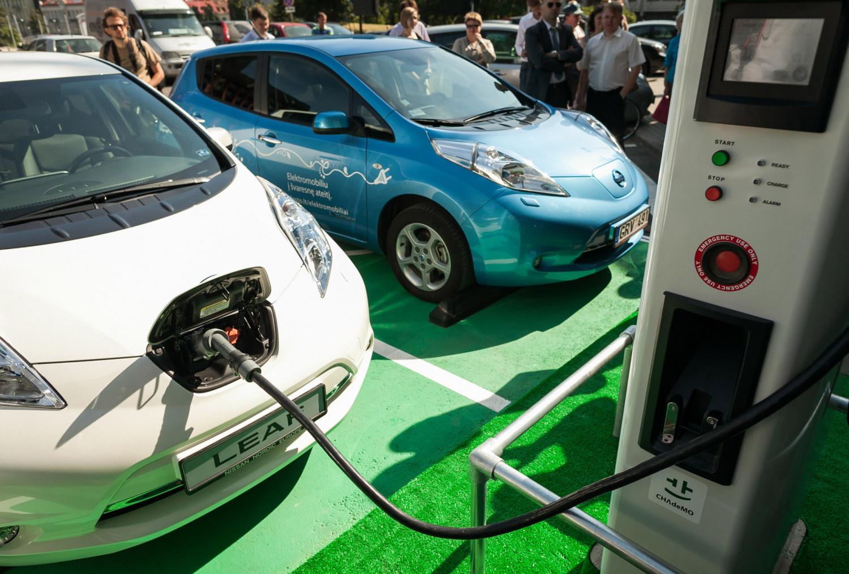 Seimas nepritarė siūlymui naujų elektromobilių įsigijimui taikyti lengvatinį 9 proc. PVM tarifą