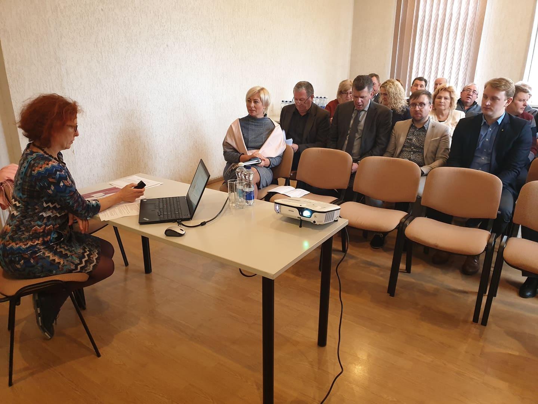 Trišalės tarybos posėdyje – diskusija apie mokinių maitinimą ir šilumos ūkį