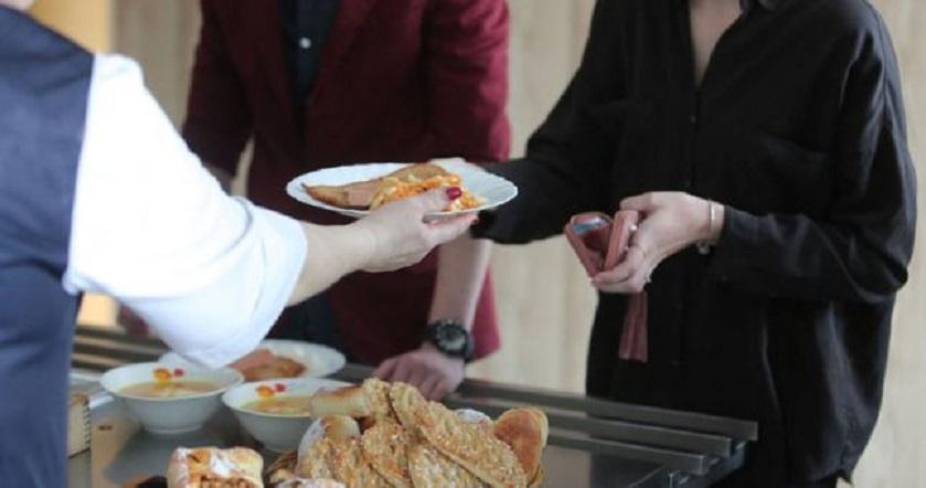 Maistas mokyklų valgyklose kaitina aistras