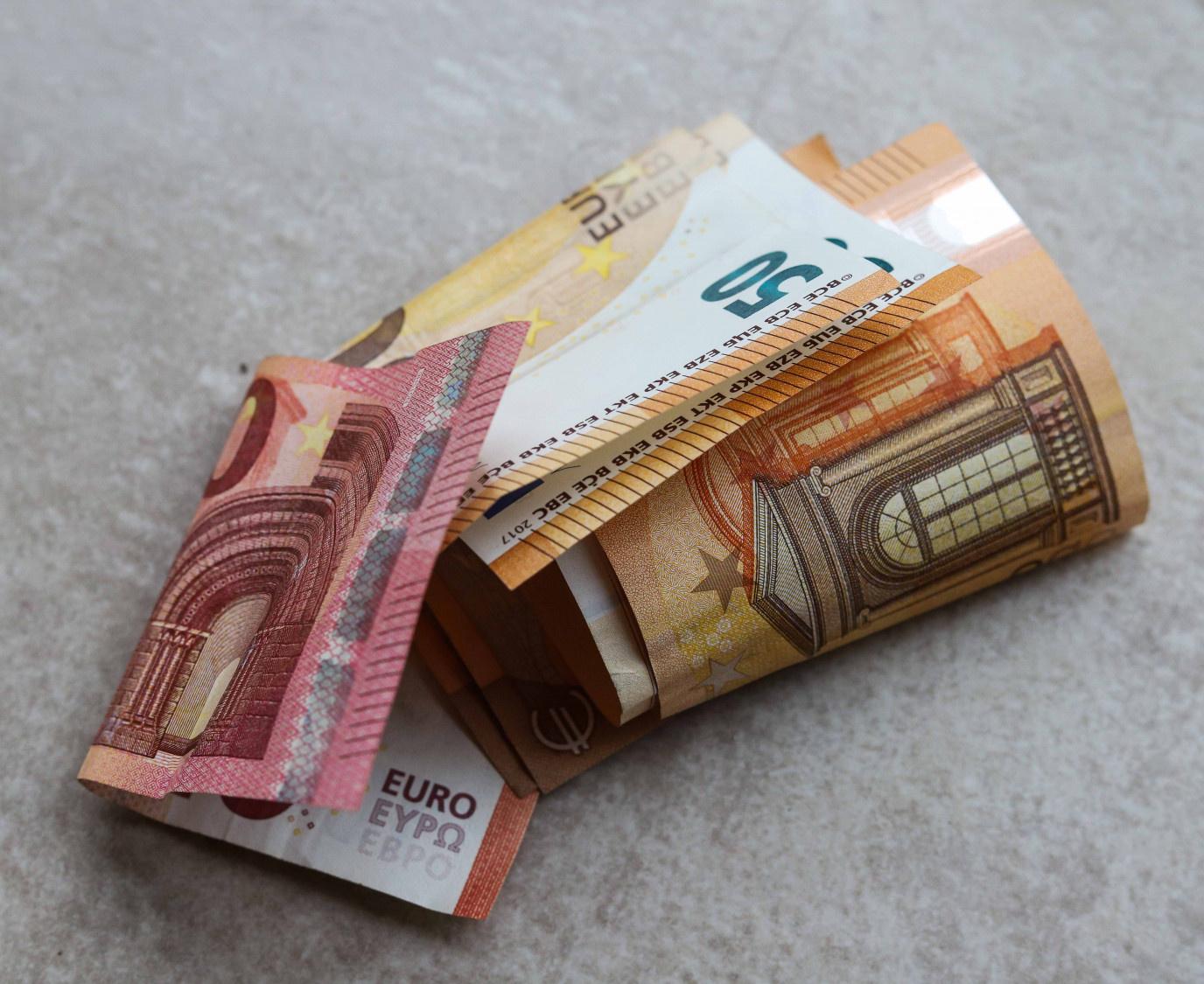 """Po """"netikrų"""" pinigų patikrinimo plungiškė neteko daugiau kaip 2 tūkst. eurų"""