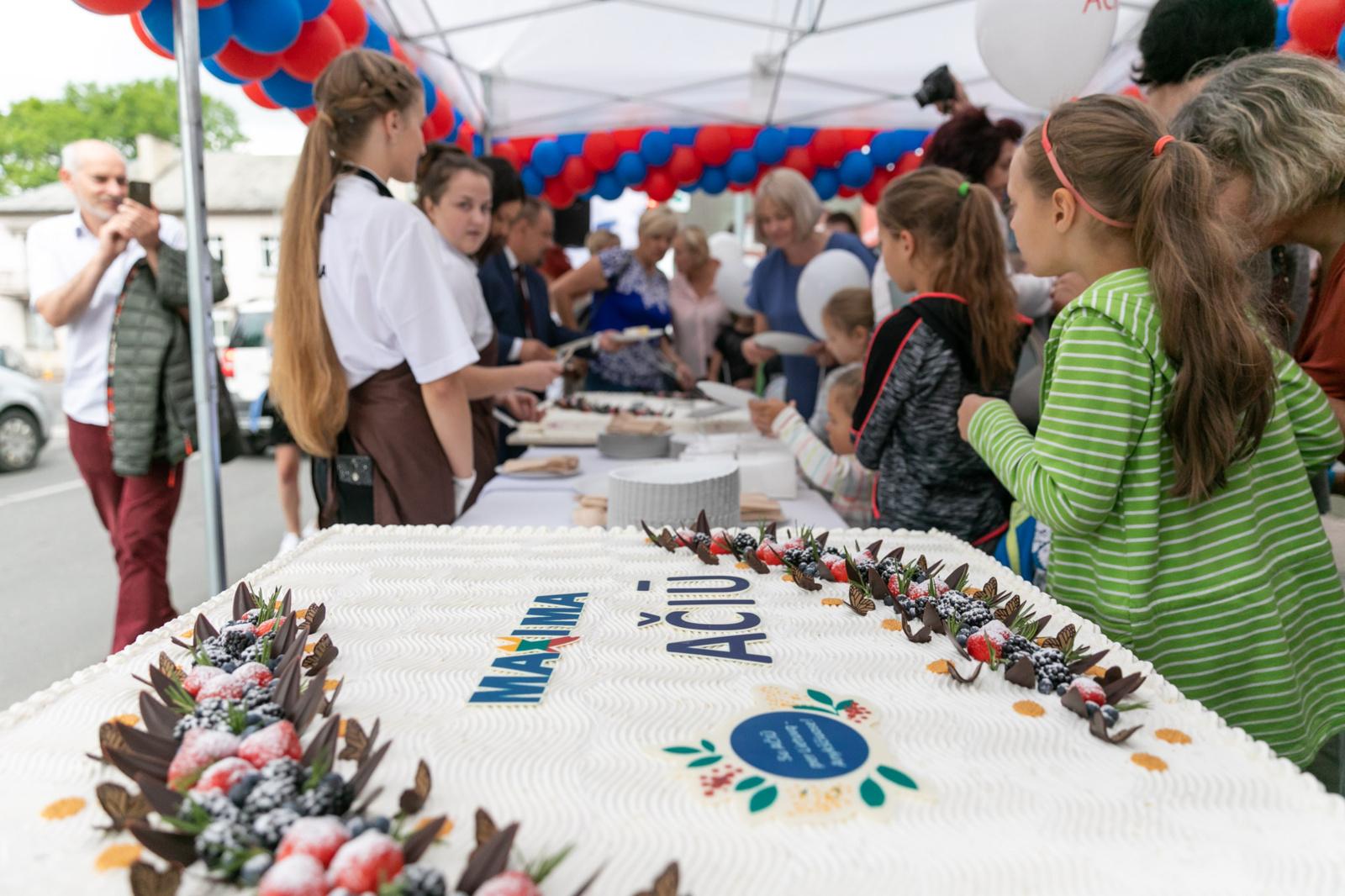 """""""Maximos"""" """"Ačiū"""" turas į Druskininkus atvyks su 400 kg šventinių tortų ir tūkstančiais akcinių prekių po 1 eurą"""