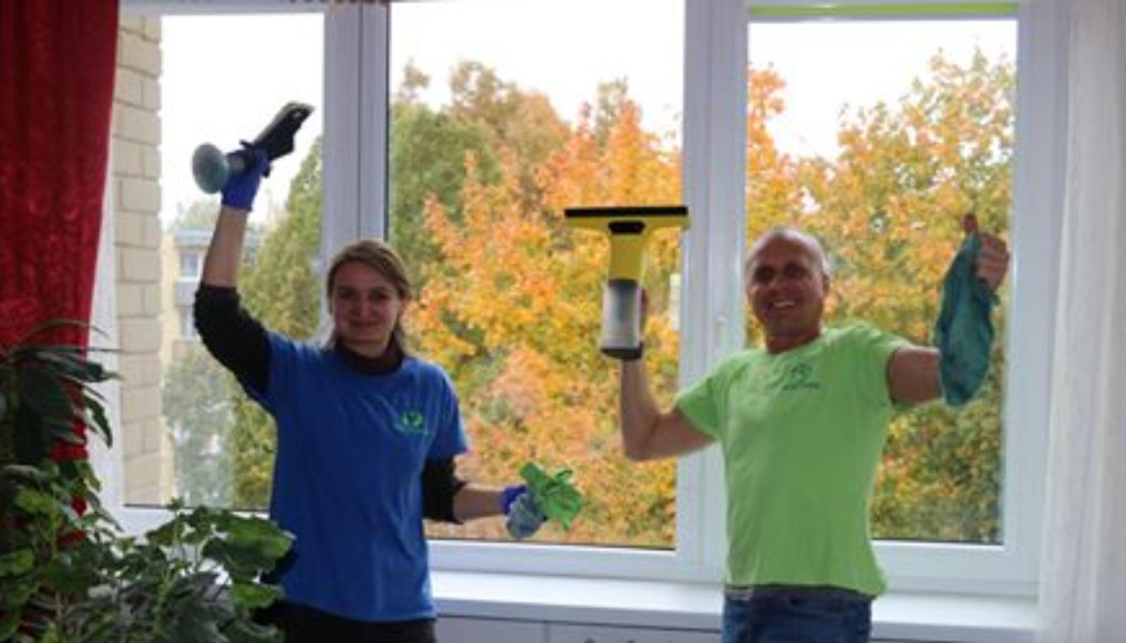 """Akcijai """"Švarūs langai"""" pasibaigus: pro švarius langus žvelgia 30 senjorų"""