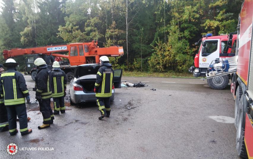 """Avarija Klaipėdos rajone: į automobilinį kraną atsitrenkė """"BMW"""""""