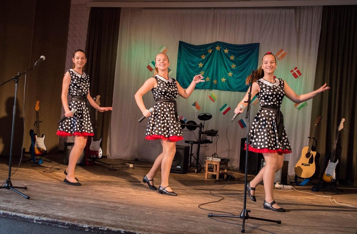 """Pilviškių """"Santakos"""" gimnazijoje vyko dainos užsienio kalba konkursas–festivalis"""