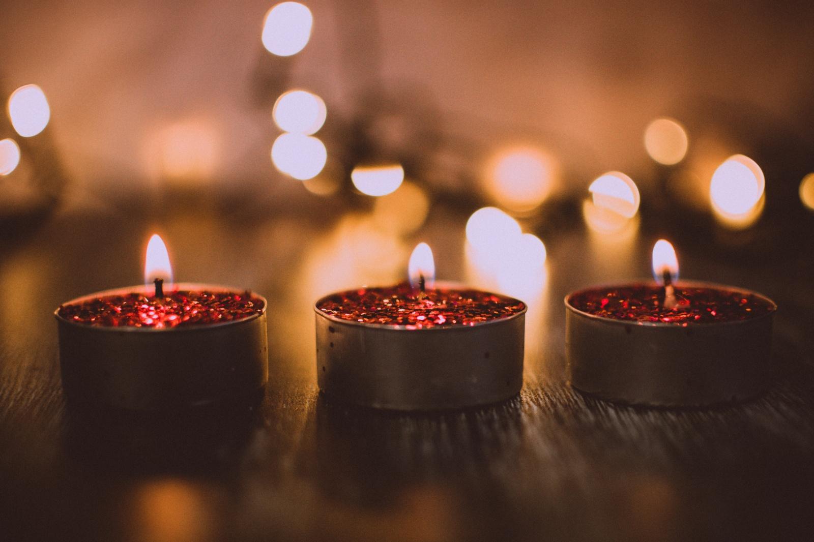 Akcija: žvakelės degs už tuos, kuriems niekada nebus išduotas gimimo liudijimas