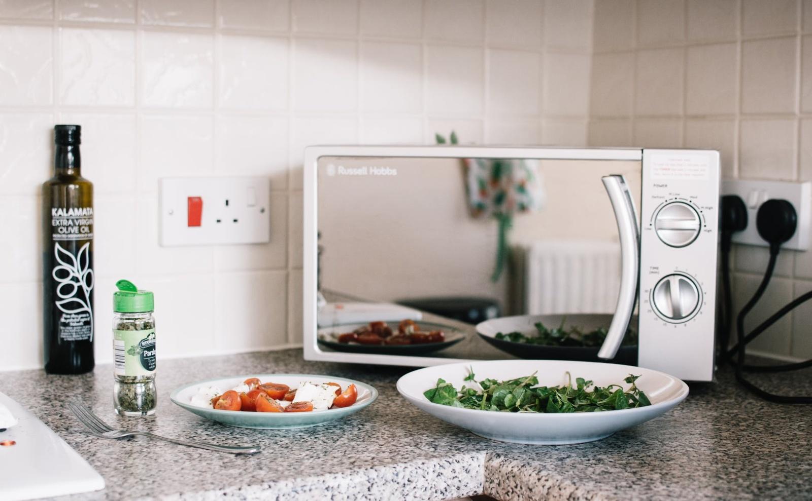 Kokių 8 maisto produktų negalima šildyti mikrobangų krosnelėje?