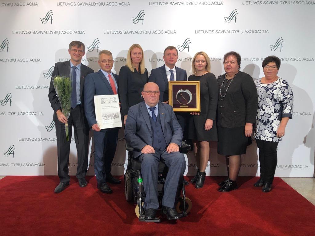 """Joniškio rajono savivaldybė  apdovanota """"Auksine krivūle"""" už ryškiausią  iniciatyvą"""