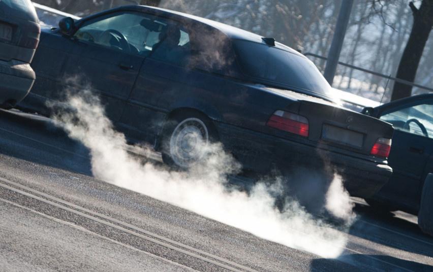 Seimas nepriėmė siūlymo dėl automobilių taršos mokesčio įvedimo
