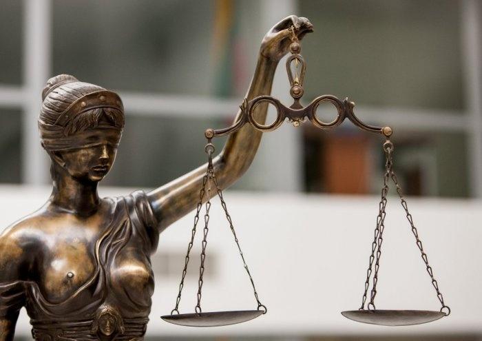 Teisininku apsimetinėjęs vyras stos prieš teismą dėl sukčiavimo