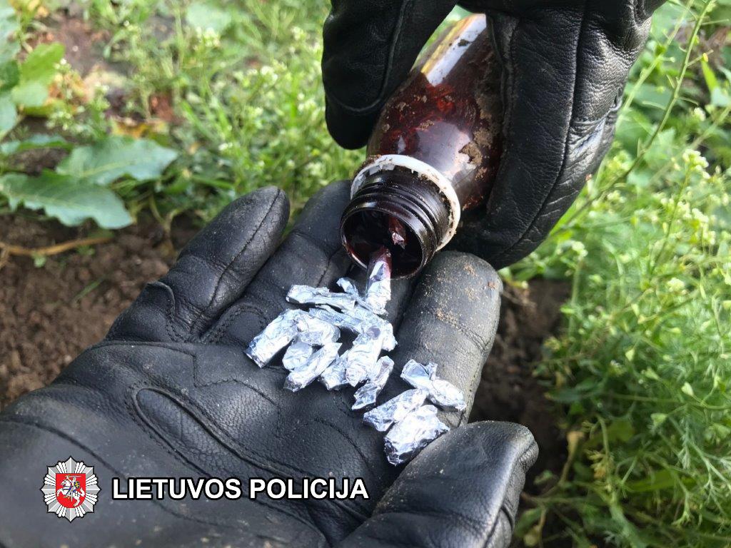 Kinologų šuo BMW automobilyje aptiko narkotikų