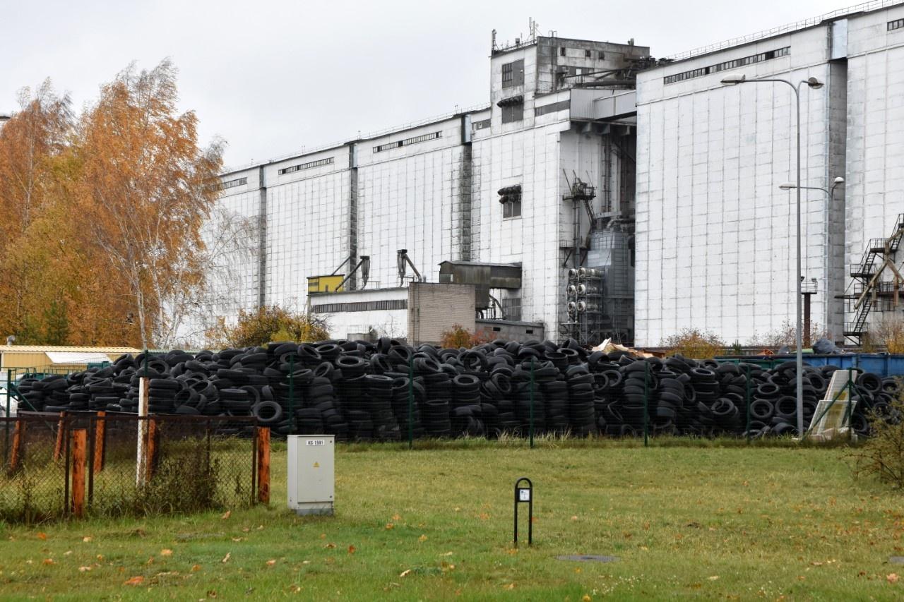 Savivaldybė ragina atliekų tvarkytojus išsivežti naudotas padangas