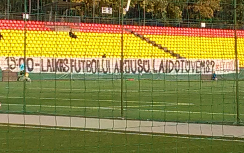 Lietuvos futbolo federacijai – 10 tūkst. eurų bauda už sirgaliaus išbėgimą į aikštę