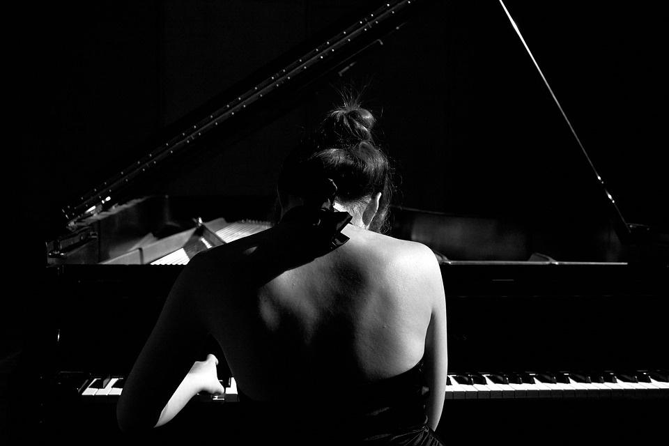 """Baigus savaitės darbus, atgaivą kauniečiams teiks koncertas """"Užburiantis fortepijono skambesys"""""""