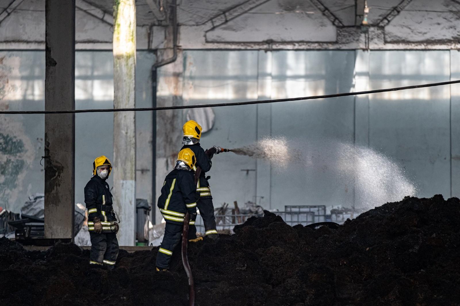 Dėl gaisro Alytuje pasekmių gyventojai raginami palikti namus