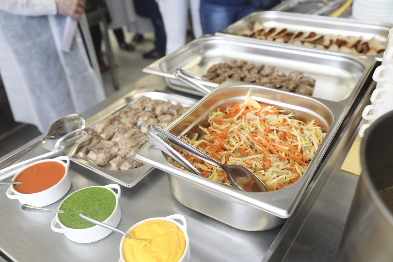 Pateiktos rekomendacijos, kaip saugiai organizuoti mokinių maitinimą