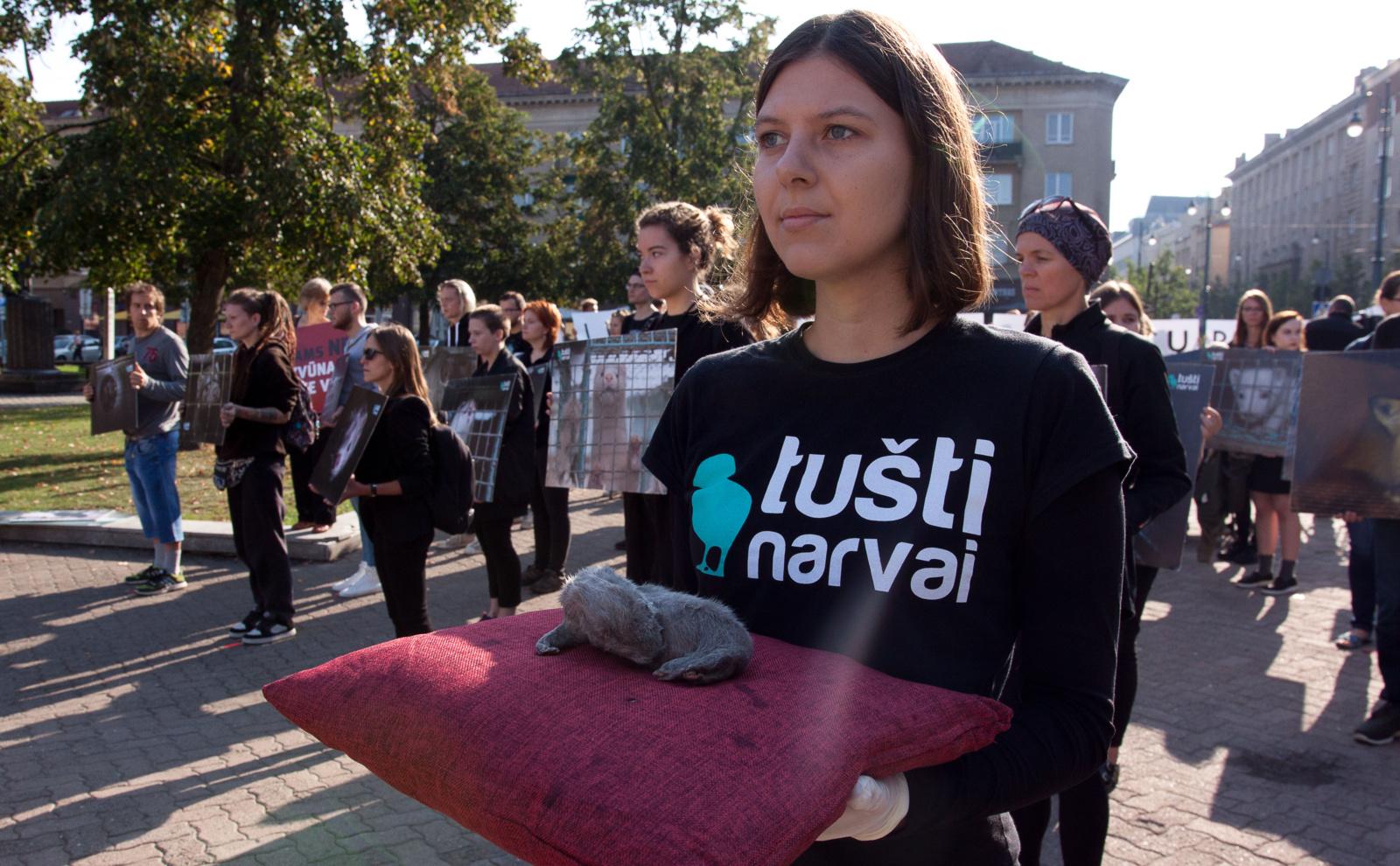 Naujausia apklausa: 8 iš 10 lietuvių nepritaria gyvūnų žudymui dėl kailio