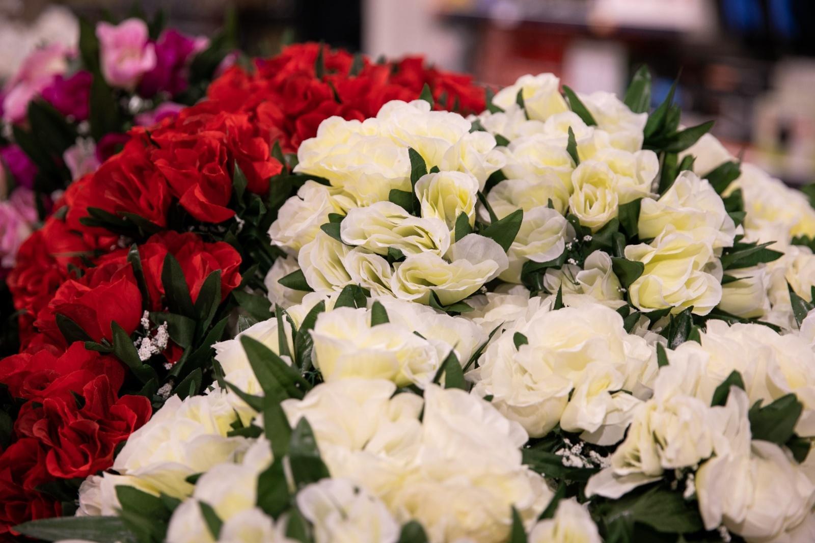 Dirbtinės gėlės – vis populiaresnės: kaip išsirinkti ir tinkamai prižiūrėti?