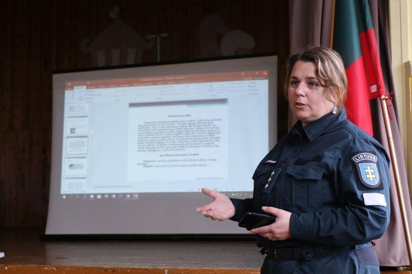Policijos SOS: narkotinės medžiagos plinta rajono jaunimo tarpe