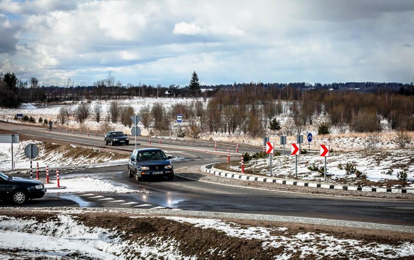 Susisiekimo ministerija perspėja vairuotojus: atšalus orams – daugiau pavojų kelyje