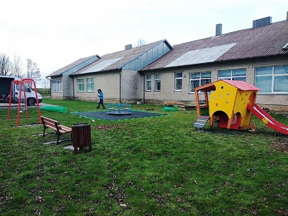Atidaroma vaikų lauko žaidimų aikštelė Girininkų kaime