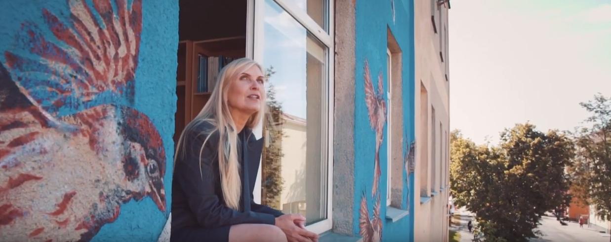 """Laura Remeikienė pristato dainą """"Visa širdim"""": išvyskite neatrastus Šiaulius (vaizdo įrašas)"""