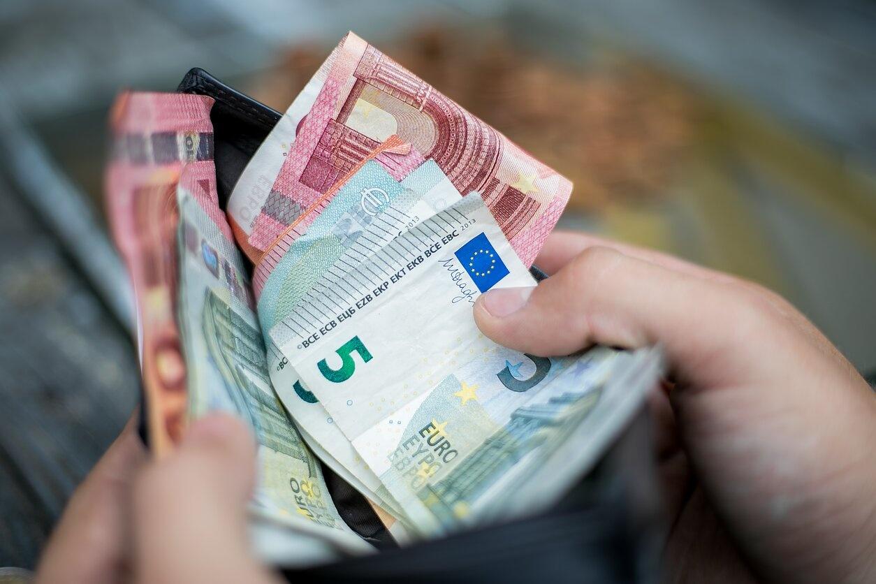 Kuršėnuose per daugiau nei metus sukčius iš moters išviliojo apie 40 tūkst. eurų