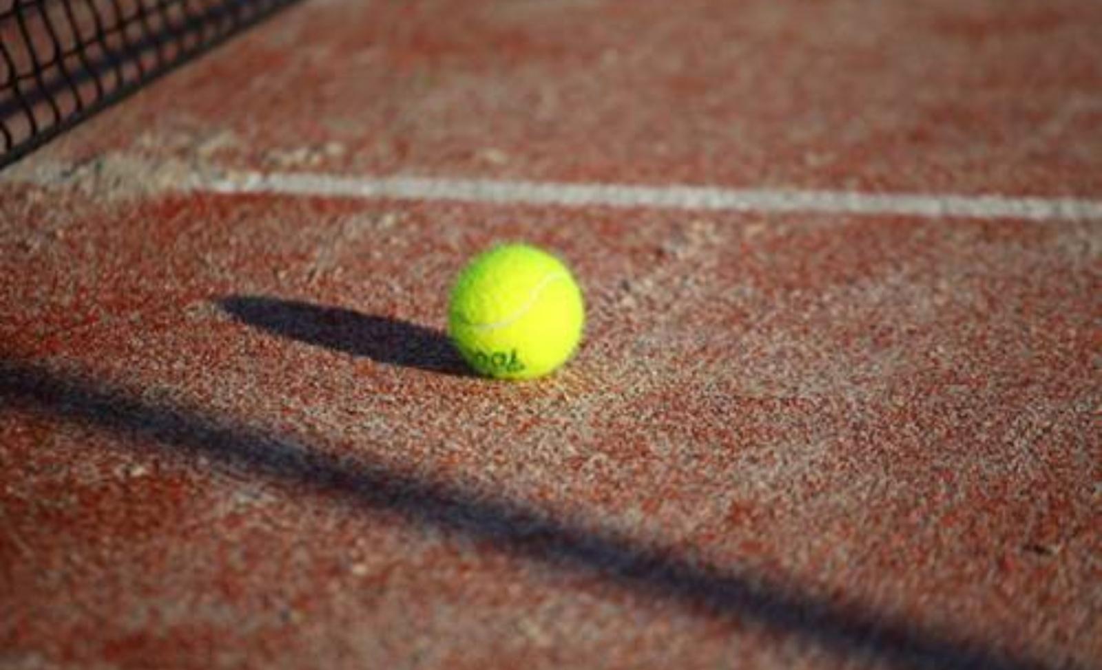 Tenisas nepopuliarus – neatsirado pakankamai norinčiųjų treniruotis