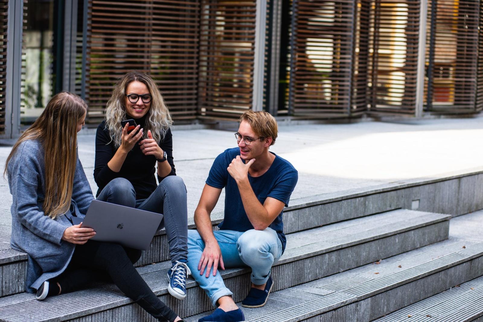 Ekspertė įvardijo, kodėl jauni žmonės studijoms renkasi užsienio universitetus