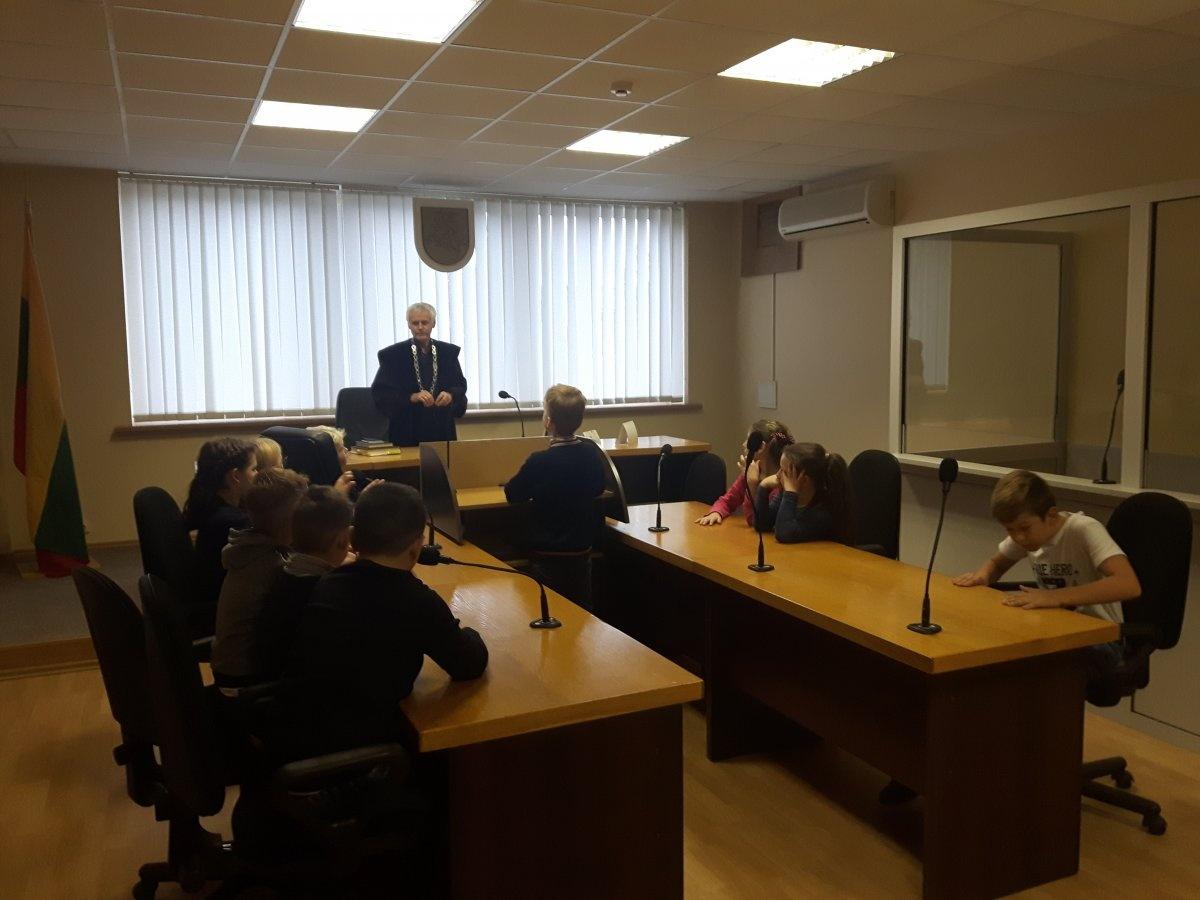 Netradicinio ugdymo diena Utenos apylinkės teismo Molėtų rūmuose