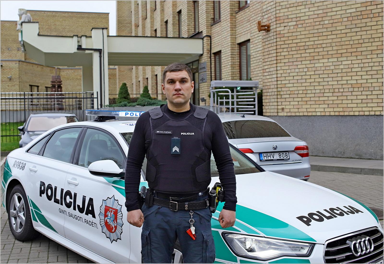 Kad saugumą užtikrinantieji patys jaustųsi saugiau: 4 000 neperšaunamų liemenų