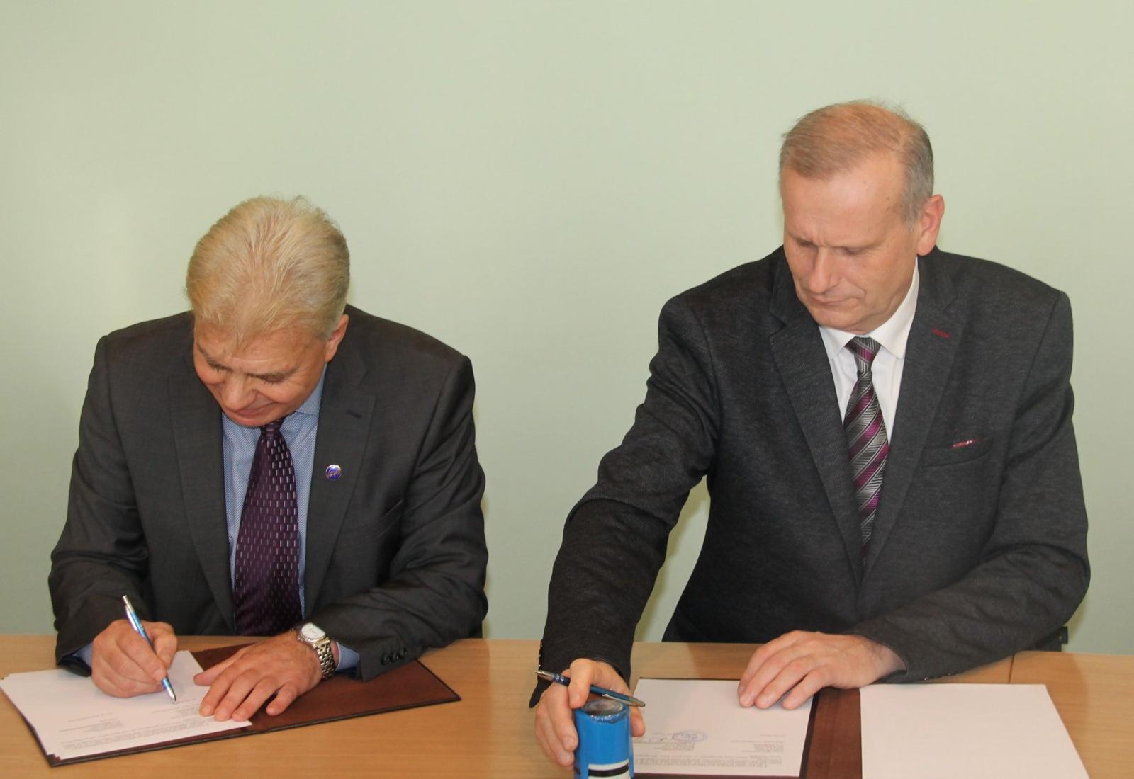 Pasirašyta bendradarbiavimo sutartis su Utenos kolegija
