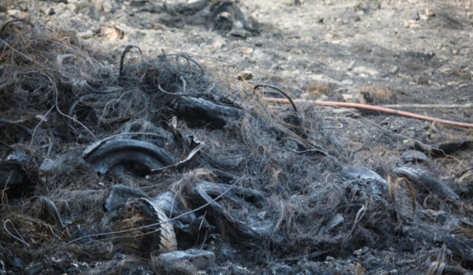 Iš gaisravietės Alytuje išvežami pirmieji kroviniai su atliekomis