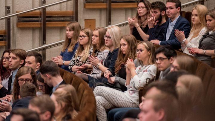 Alkanas studentas nėra geresnis studentas: kada valstybė susidomės stipendijų klausimu?