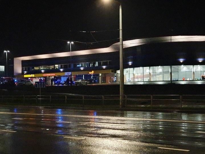 """Vilniuje iš """"Impuls"""" evakuojami žmonės, pastate – dūmai"""