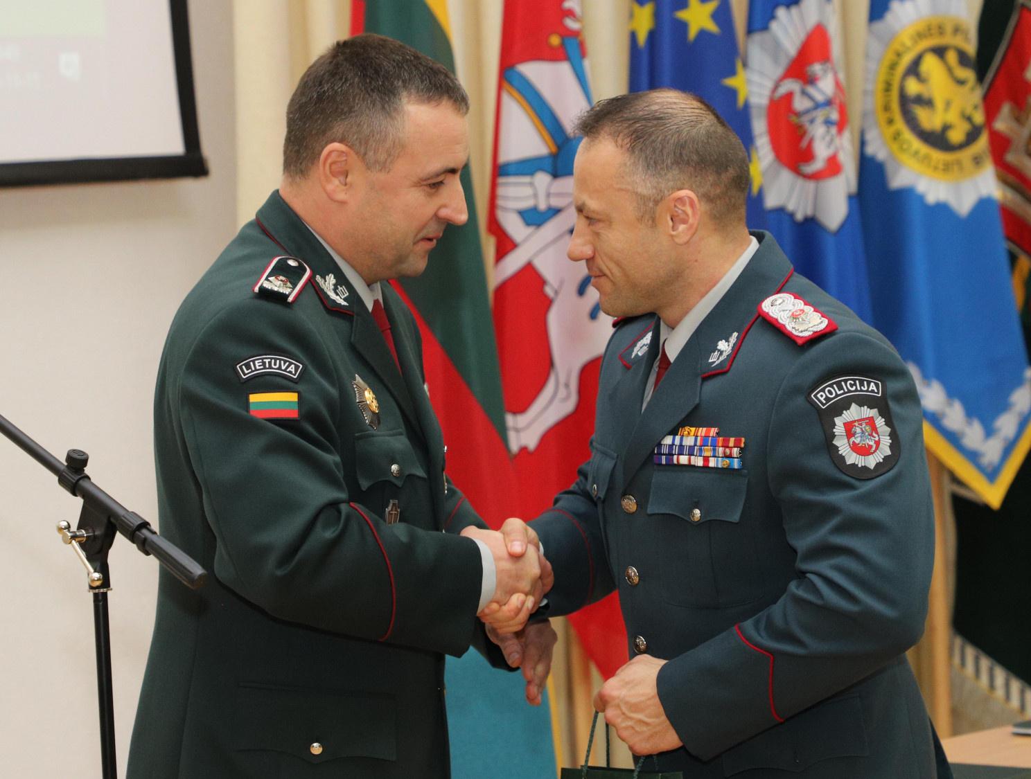 Generalinio komisaro pareigas R. Požėlai perdavęs L. Pernavas jau antradienį tikisi būti paskirtas policijos atašė JK