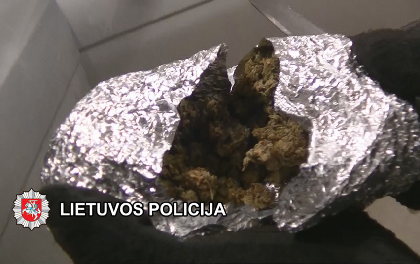 Kriminalistai baigė penkis ikiteisminius tyrimus dėl narkotinių medžiagų platinimo (video)