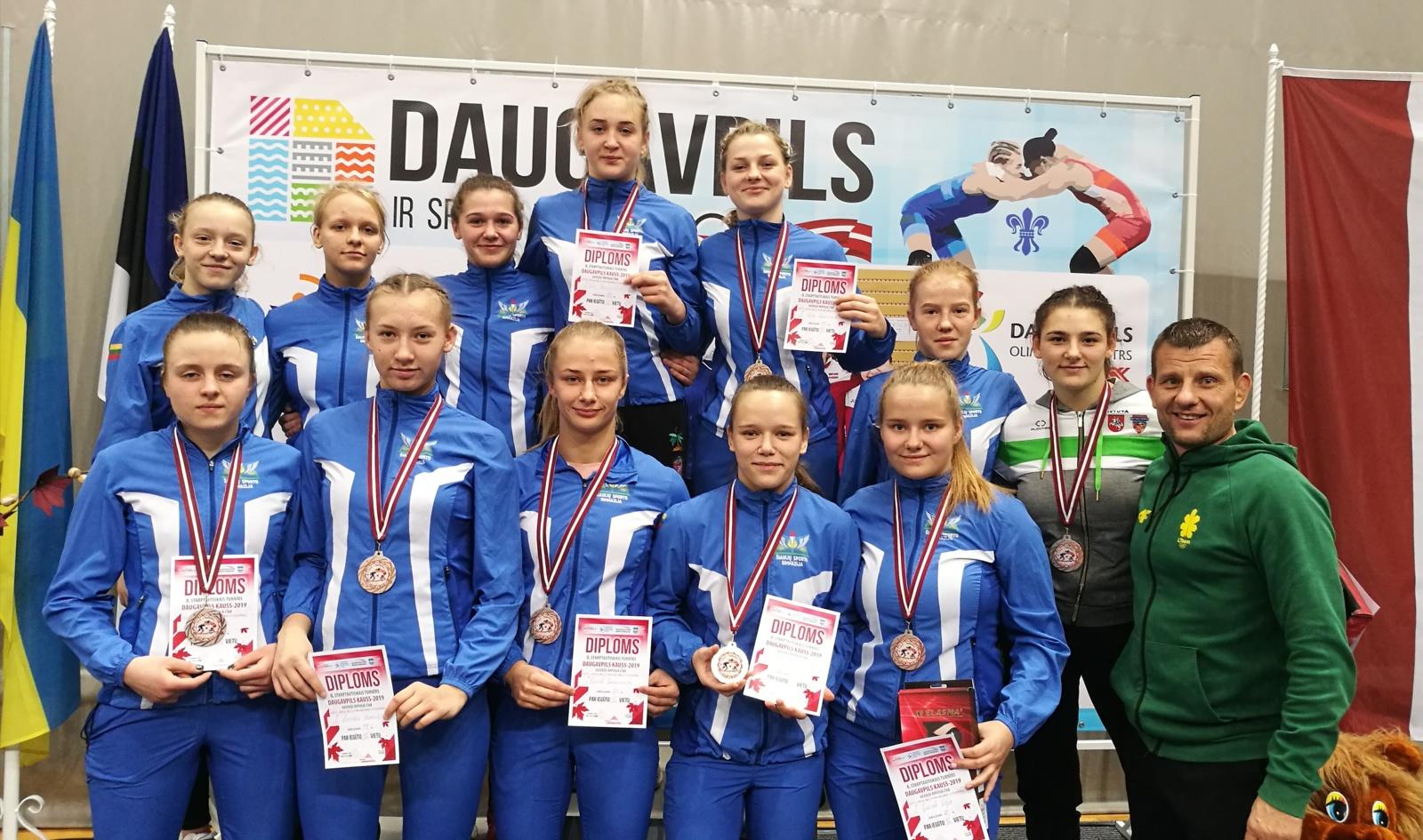 """Tarptautiniame merginų imtynių turnyre """"Daugpilio taurė"""" – aštuoni medaliai"""