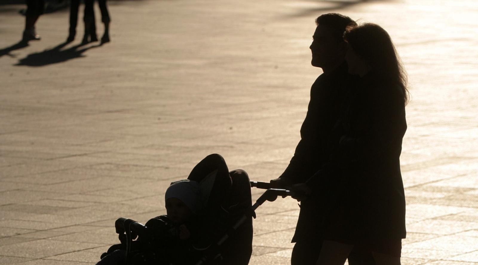 Seimas pritaria vienodoms tėvystės atostogų galimybėms visų profesijų atstovams
