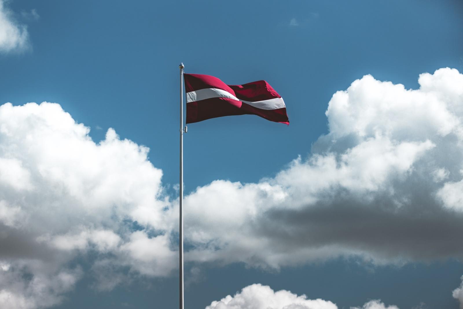 Alkoholio akcizų didinimas skatins ekonominį turizmą ir į Latviją