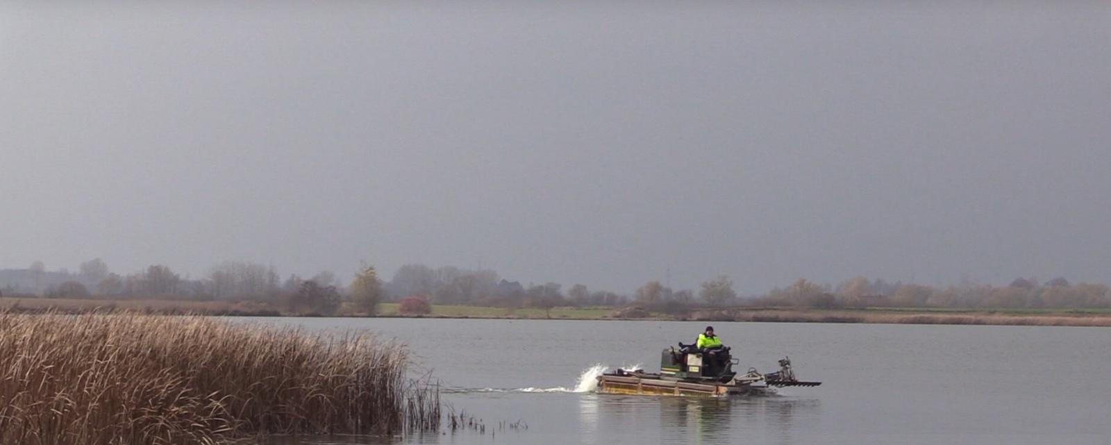 Pradėtas valyti Simno ežeras (vaizdo įrašas)