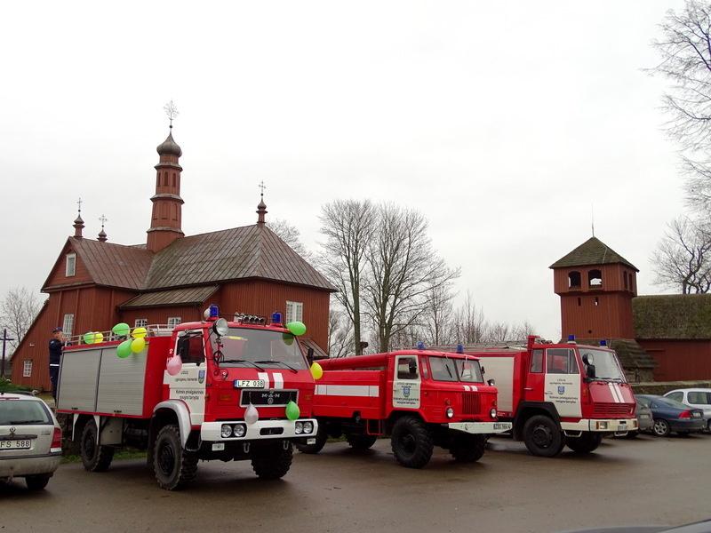 Liolių ugniagesių komandai perduotas gaisrinis automobilis