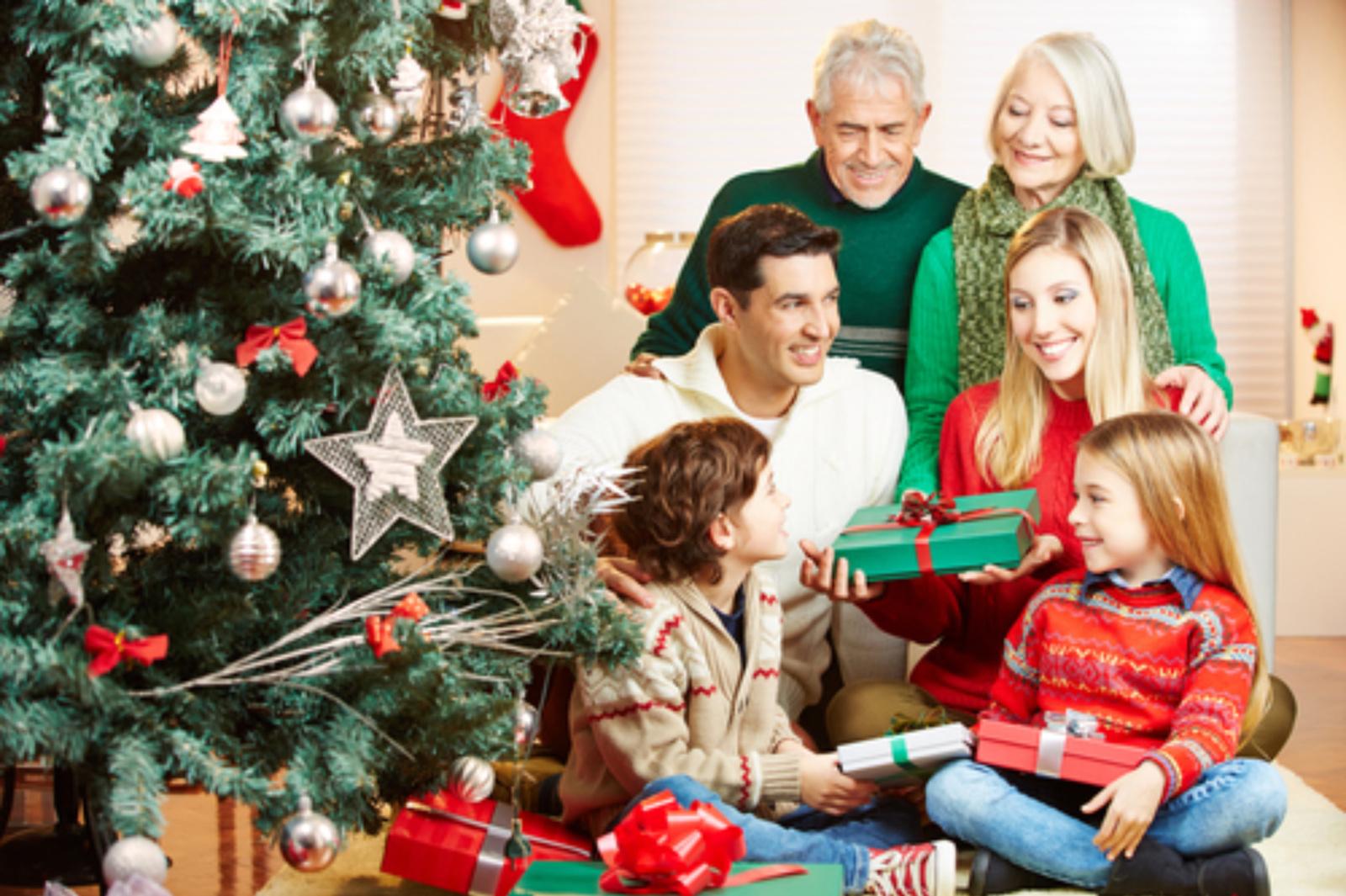 Kalėdinės dovanos tėvams: dovanoti bendrą dovaną ar ne?