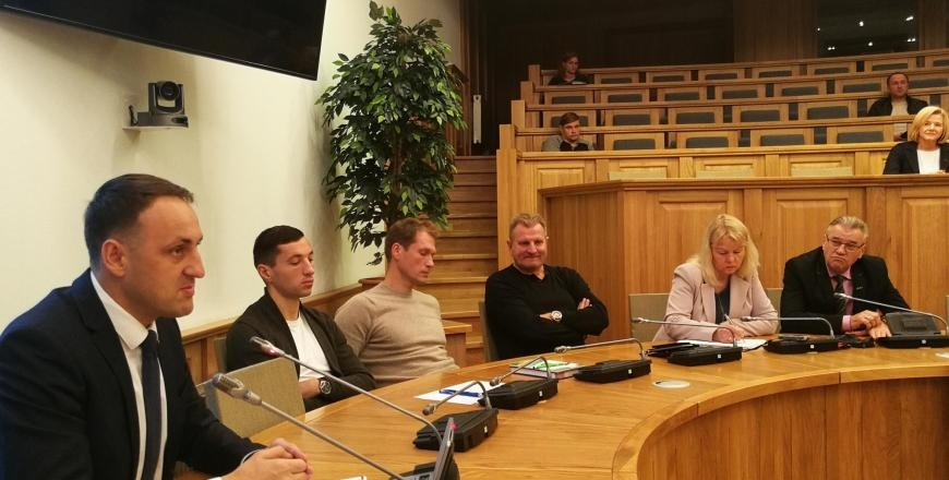 Pažadais futbolo bendruomenei nesižarstyta, spausti pūlinius – apsispręsta