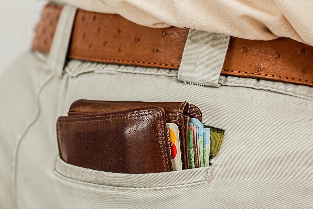 Marijampolėje iš automobilio dingo piniginė su 1200 eurų
