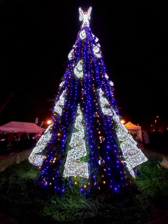 Švenčionys jau įžiebė Kalėdų žaliaskarę