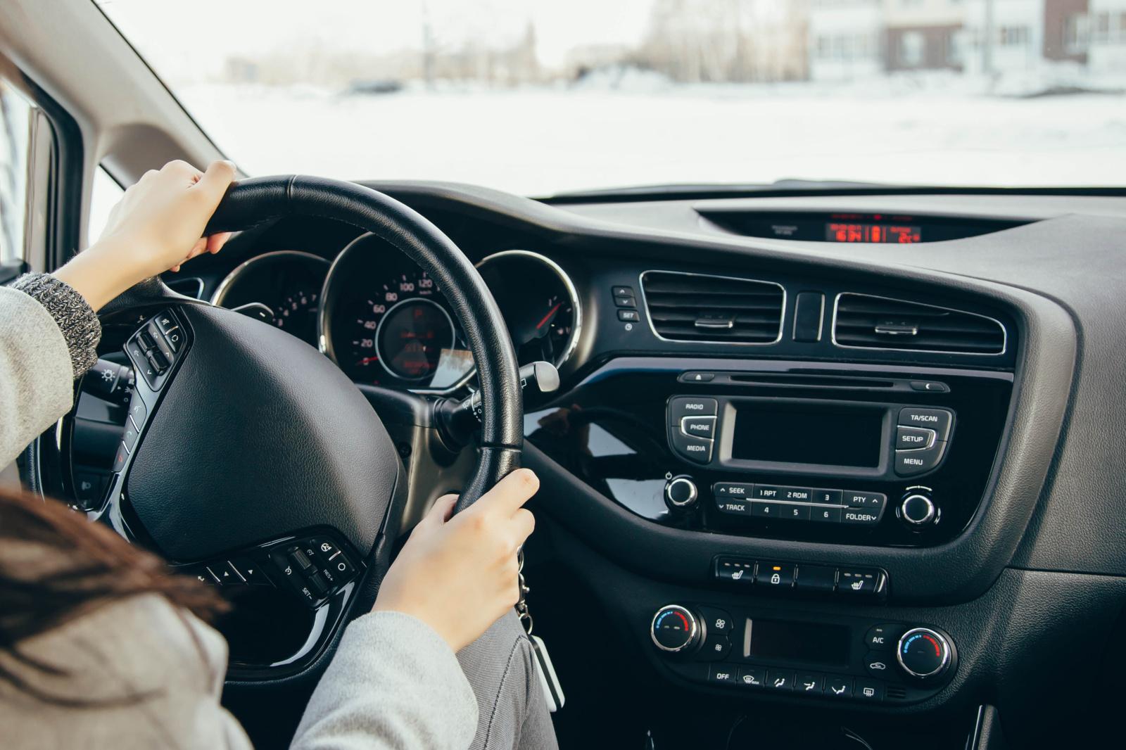 Apklausa: trečdalis vairuotojų pristabdo tik prie greičio matuoklių