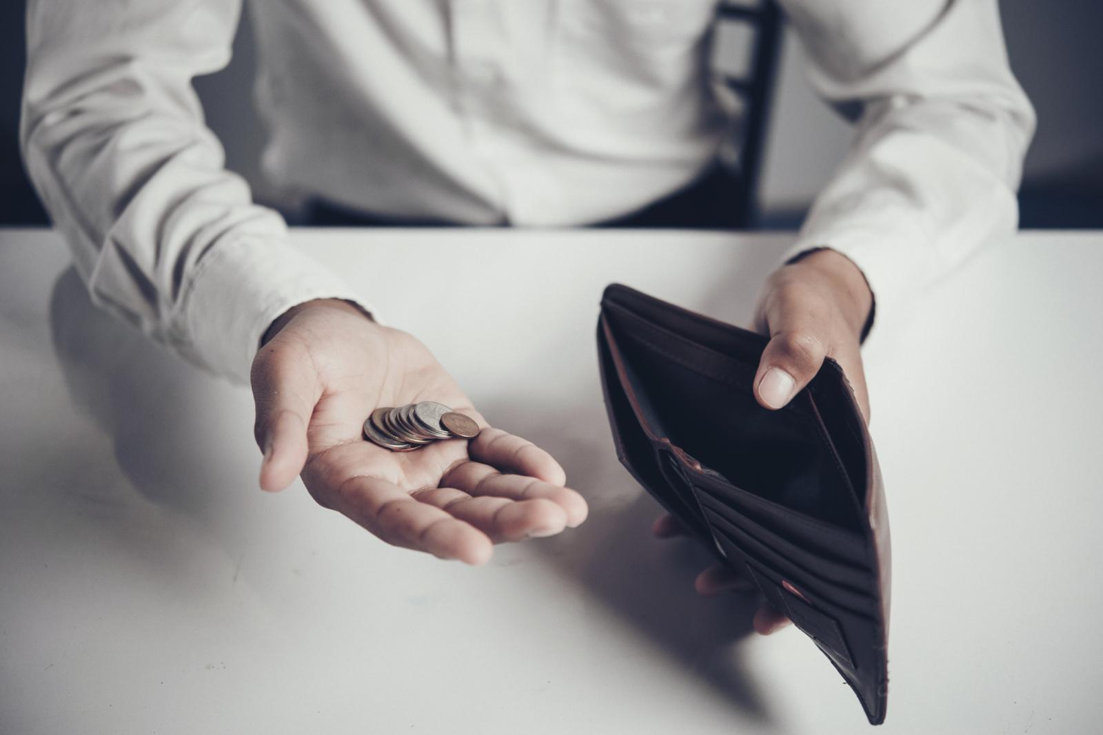 Gyventojai nerimauja dėl būsimų pajamų