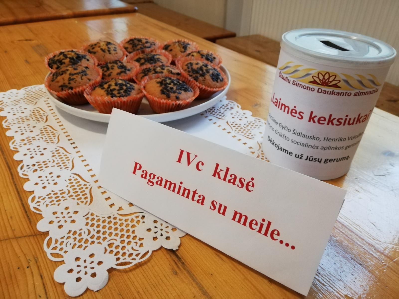 """Simono Daukanto gimnazijos mokiniai dalyvavo paramos akcijoje """"Laimės keksiukai 2019"""""""