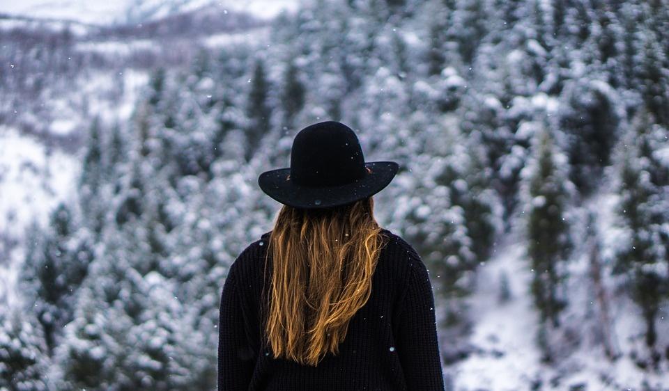 Lūžinėjantys plaukų galiukai: kaip išspręsti šią problemą?