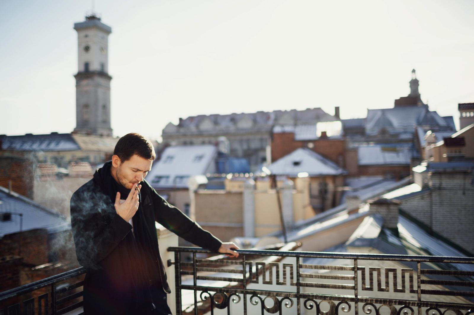 Baudos už rūkymą balkonuose įveikė pirmąjį laiptelį Seime